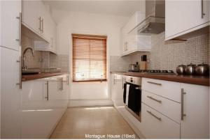A kitchen or kitchenette at Montague House