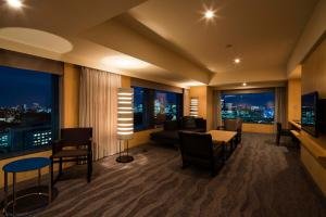 A seating area at The Capitol Hotel Tokyu