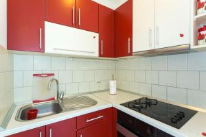 A kitchen or kitchenette at Villa Scala 1 - Mlini