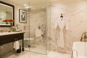 A bathroom at Taj Bengal