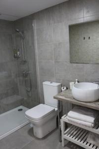 Un baño de Color Suites Alicante