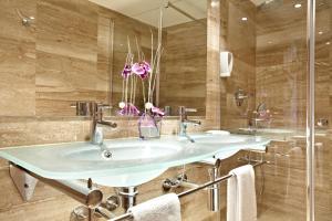 Een badkamer bij Grupotel Port D´Alcudia