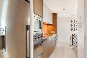 A kitchen or kitchenette at Stylish 1 bdrm Camperdown - Car park, Gym & Pool