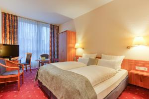 A bed or beds in a room at Centro Hotel Berlin City West