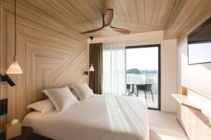 Łóżko lub łóżka w pokoju w obiekcie Caprice Alcudia Port