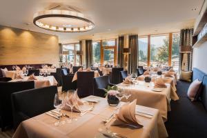 Ein Restaurant oder anderes Speiselokal in der Unterkunft Hotel Exquisit