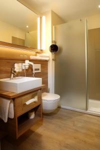 A bathroom at Hotel Königshof am Funkturm
