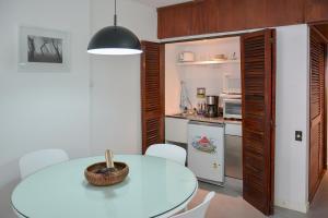 A kitchen or kitchenette at Edificio Corrientes 1856