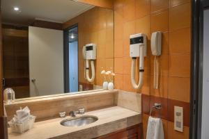 A bathroom at Edificio Corrientes 1856