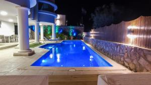 Luxury Suite by the pool