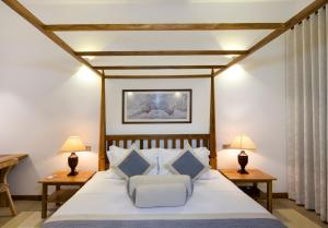A bed or beds in a room at Bilin Tree House