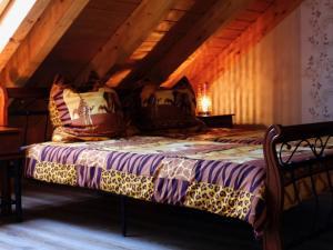 A bed or beds in a room at Ferienwohnung Im Erzgebirge