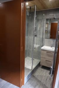 A bathroom at Hameau du Borsat