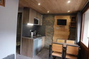 A kitchen or kitchenette at Hameau du Borsat