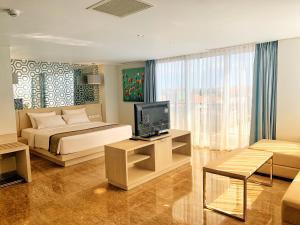 A television and/or entertainment center at Hotel Daun Bali Seminyak