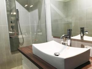 A bathroom at Mélanie Marseille