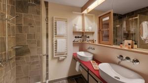 A bathroom at Hotel Oberstdorf