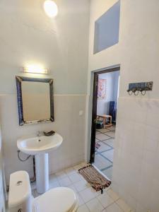A bathroom at Tamana Hostel