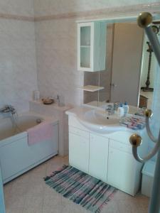 A bathroom at La Casa di Lisa a 20 km dal mare