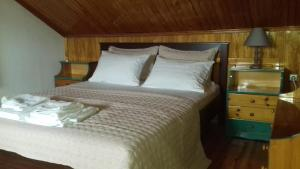 A bed or beds in a room at Tzoumerka