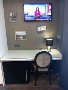 A television and/or entertainment center at Moderno