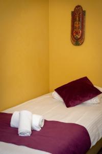 Een bed of bedden in een kamer bij Flandria Hotel