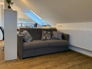 A seating area at Apartment Köln Ensen