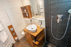 حمام في Hotel Allegro