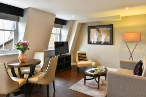 A seating area at Fraser Suites Queens Gate