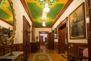 Zona de hol sau recepție la Castel Haller
