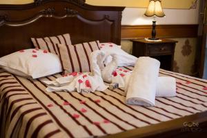 Un pat sau paturi într-o cameră la Castel Haller