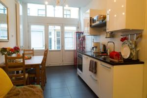 A kitchen or kitchenette at B&B Chez Cho