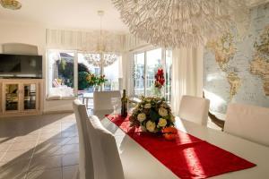 A seating area at Villa Paraiso