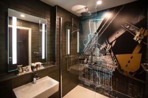 A bathroom at Mercure Bridgwater
