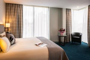 A bed or beds in a room at Mercure Bridgwater