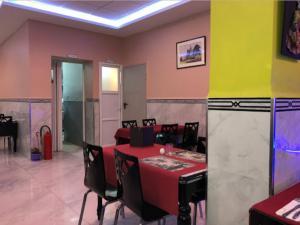 A kitchen or kitchenette at Le Palais Familial