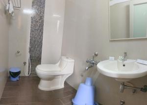 A bathroom at Banyan Tree Comforts Mysore