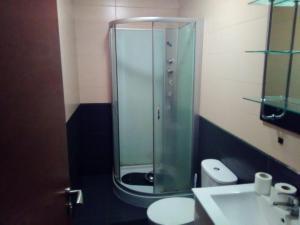 A bathroom at Albergue Santa Lucía - Olveiroa
