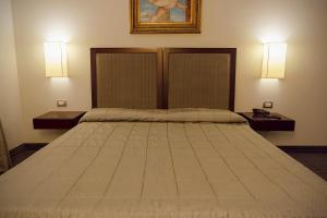A bed or beds in a room at Hotel dei Gonzaga