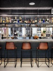 The lounge or bar area at Moxy Paris Bastille