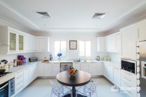 مطبخ أو مطبخ صغير في Dream Inn - Executive Palm Beach Villa