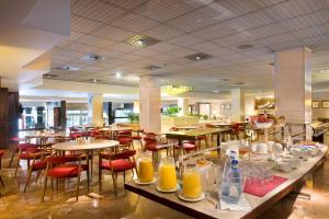 Un restaurante o sitio para comer en Hotel Goya