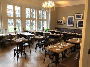 Ein Restaurant oder anderes Speiselokal in der Unterkunft Hotel Wagner im Dammtorpalais