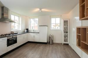 Küche/Küchenzeile in der Unterkunft Buitenplaats Witte Raaf aan Zee