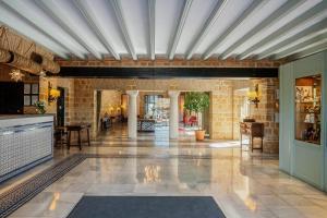 The lobby or reception area at Parador de Carmona