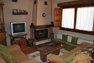 A television and/or entertainment center at Casa Rural Abuelo Regino