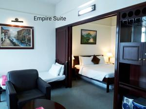 A bed or beds in a room at Empire Suite at Time Square