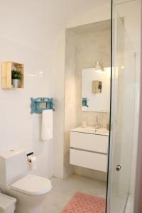 A bathroom at Casa Centro Histórico Beja - Castelo