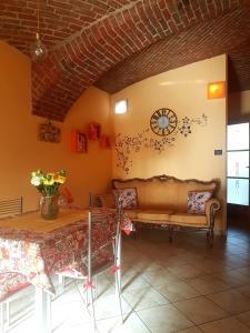 A seating area at L'orto del pettirosso