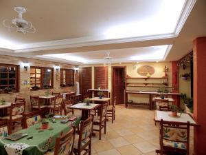 Ein Restaurant oder anderes Speiselokal in der Unterkunft Portal dos Borbas